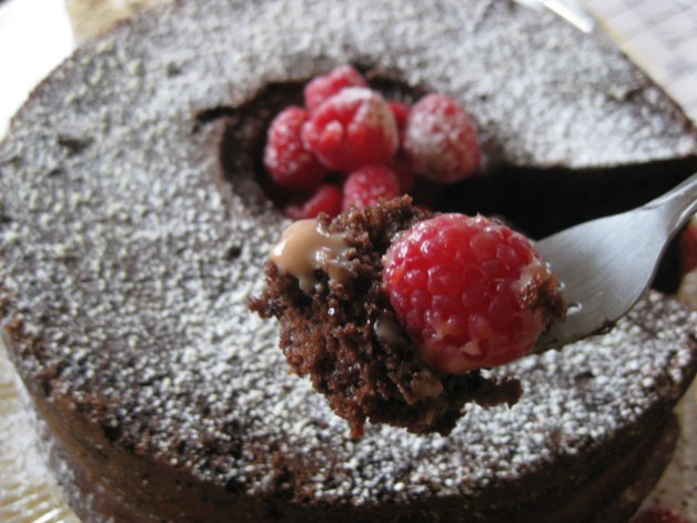 Easy Dreamy Fruity Chocolaty Cake (8)